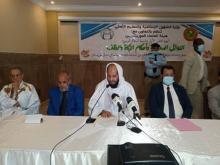 الأمين العام لهيئة العلماء بين وزير الشؤون الإسلامية (يسار) والوزير الأسبق للشؤون الإسلامية