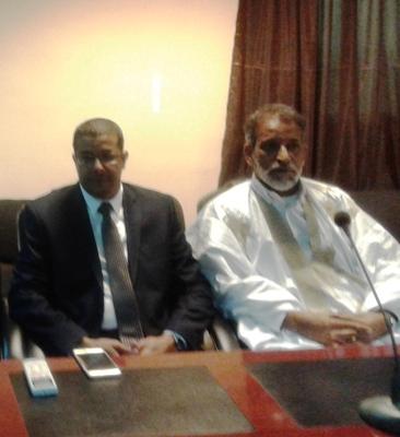 من اليسار رئيس المجلس الجهوي بداخلت نواذيبو محمد المامي ولد أحمد بزيد / تصوير الأخبار