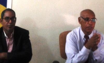 من اليمين مدير ماراتون نواذيبو محمد حيدراه يتحدث للضحفيين