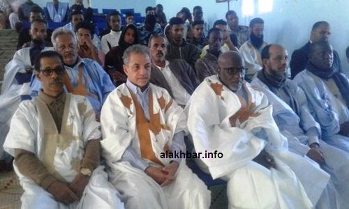 من اليسار نائب رئيس الجهة بجانب عمدة ونائب المدينة القاسم بلالي في حضور التظاهرة/ الأخبار