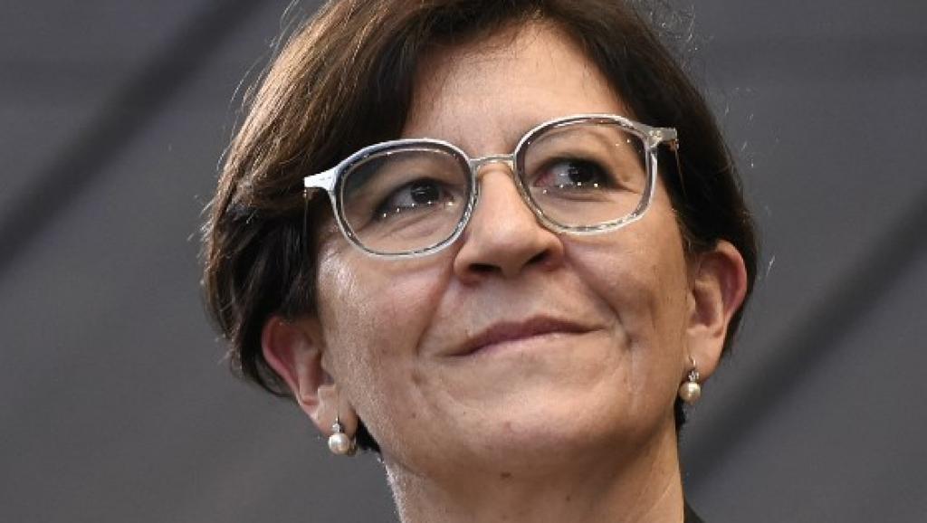 أليزابيتا ترينتا وزيرة الدفاع الإيطالية.