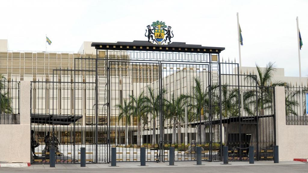 مدخل القصر الرئاسي بالعاصمة الغابونية ليبرفيل.