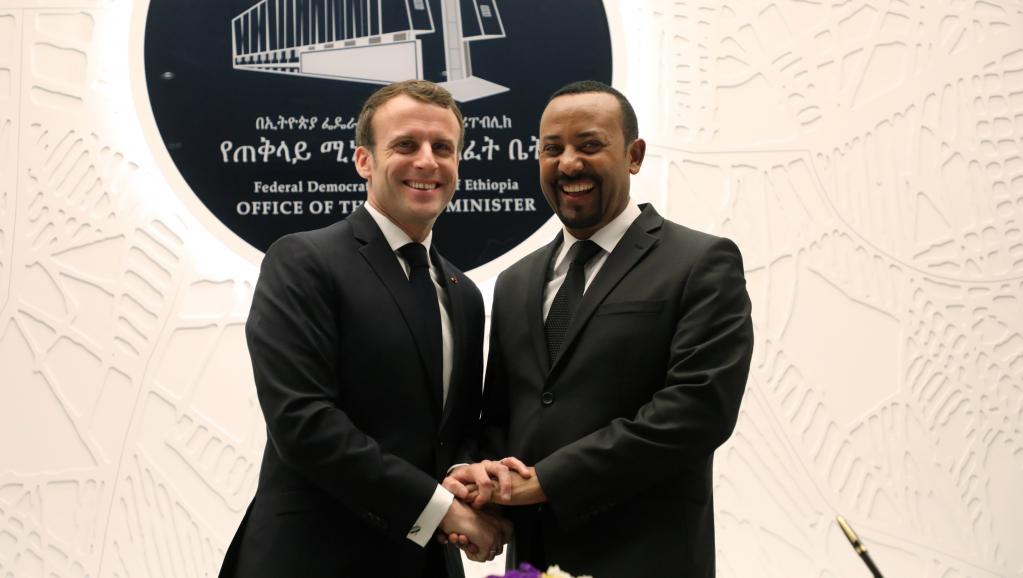 الرئيس الفرنسي إيمانويل ماكرون ورئيس وزراء أثيوبيا أبي أحمد.