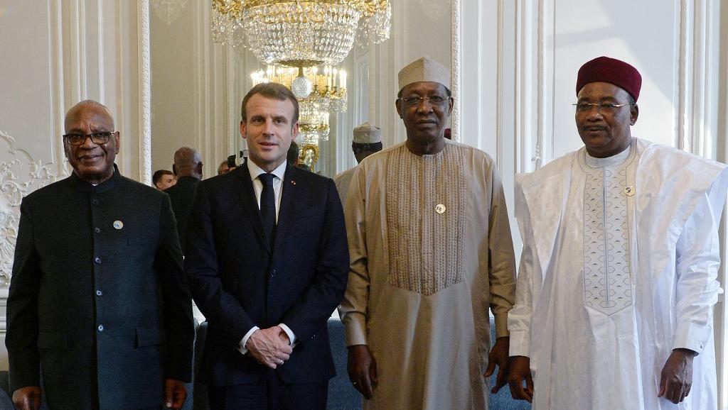 رؤساء دول النيجر واتشاد ومالي مع الرئيس الفرنسي