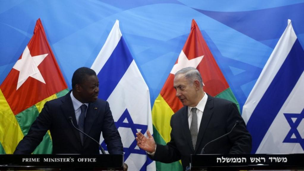 رئيس الوزراء الإسرائيلي بنيامين نتنياهو والرئيس التوغولي افور نياسينغبي خلال مؤتمر صحفي بالقدس المحتلة في 10 أغسطس 2016.