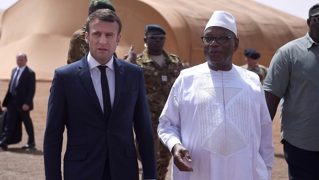 الرئيسان الفرنسي إيمانويل ماكرون والمالي ابراهيم بوبكر كيتا خلال زيارة ماكرون لمدينة غاو شمال مالي.