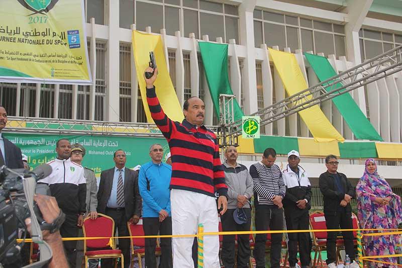 الرئيس محمد ولد عبد العزيز يعطي إشارة انطلاق المارتون صباح اليوم ـ (AMI)