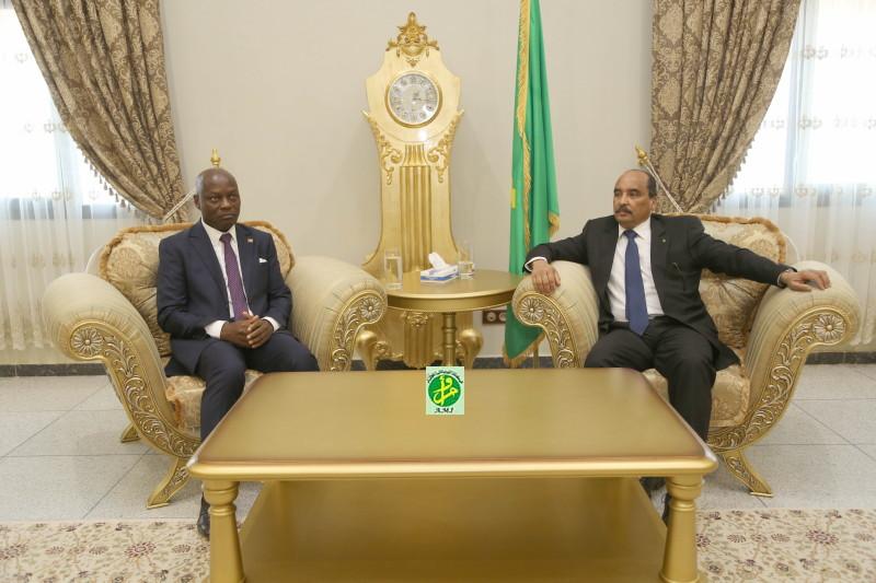 الرئيسان الموريتاني محمد ولد عبد العزيز والبيساو غيني جوزي ماريو فاز.