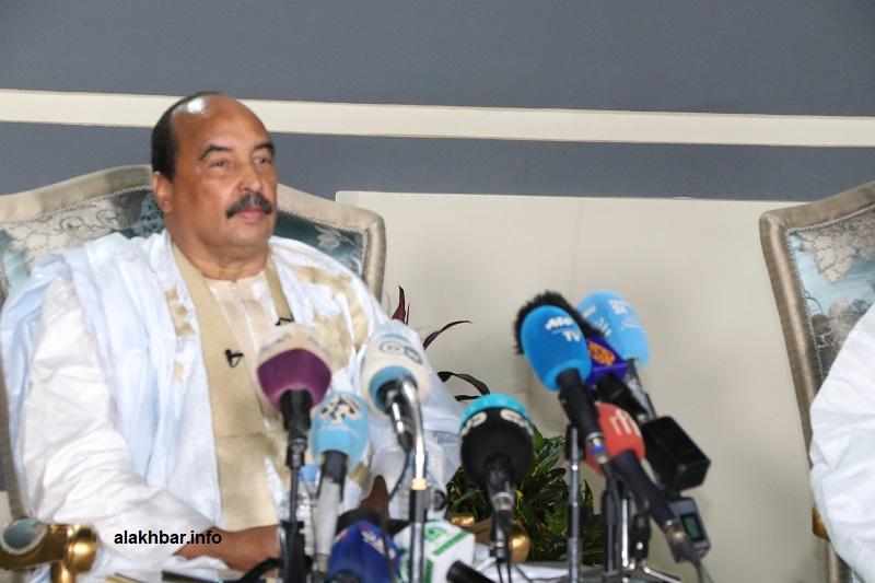 الرئيس السابق محمد ولد عبد العزيز خلال آخر ظهور إعلامي له في مؤتمر صحفي عقده بتاريخ 20 ديسمبر الماضي (الأخبار - أرشيف)