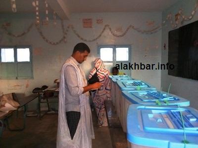 جانب من التصويت في يوم الإقتراع في نواذيبو/ تصوير الأخبار