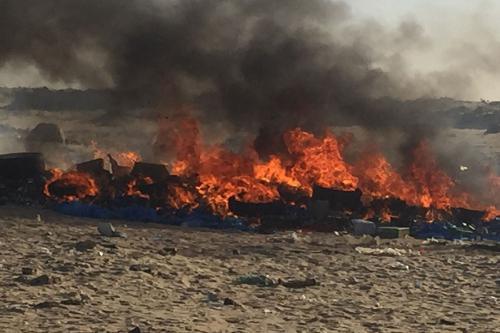 جانب من حرق الكميات مساء اليوم في نواذيبو/ الوكالة الرسمية