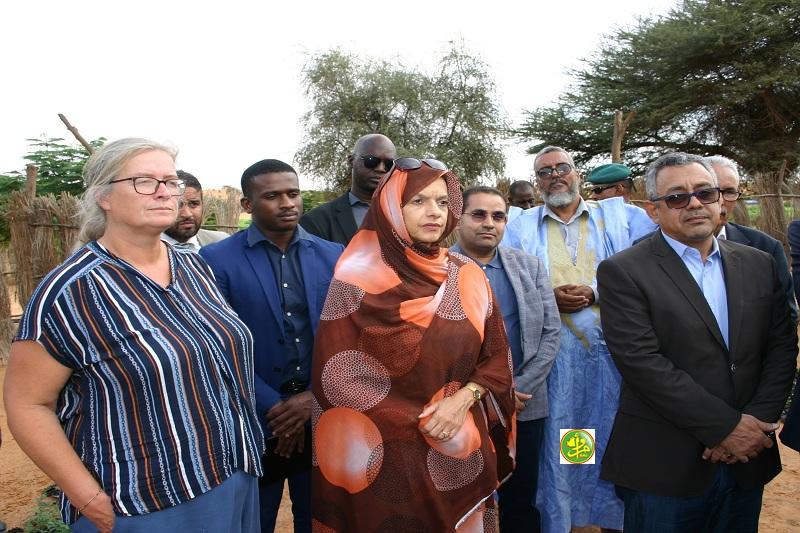 وزيرة البيئة والتنمية المستدامة مريم بكاي وكبار معاونيها خلال زيارة الحظيرة مساء أمس (وما)