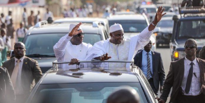 الرئيسان الغامبي آدما بارو والسنغالي ماكي صال.