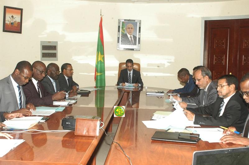 اللجنة الوزارية خلال اجتماعها مساء الأربعاء بمباني الوزارة الأولى (وما)