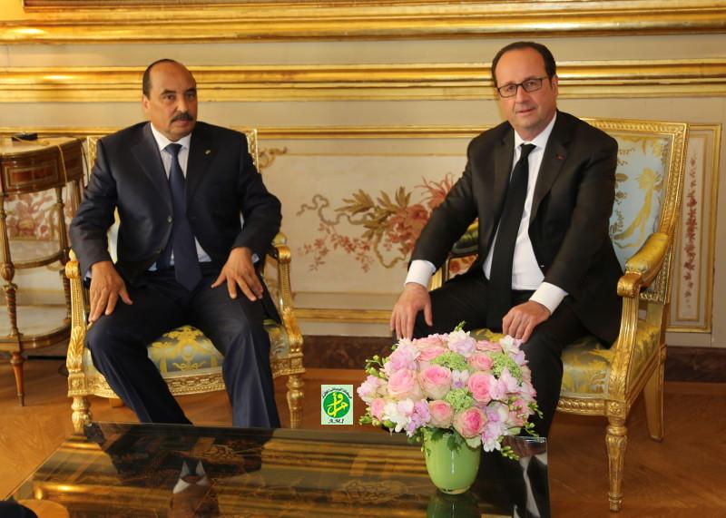 الرئيسان الفرنسي والموريتاني خلال لقائهما في الأليزيه بباريس (وما)