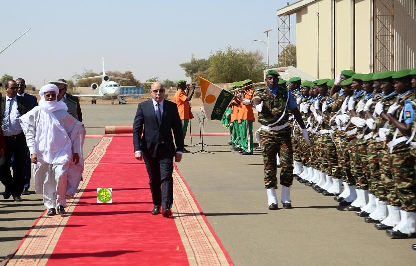الرئيس الموريتاني محمد ولد الغزواني لدى وصوله النيجر اليوم الأحد (وما)