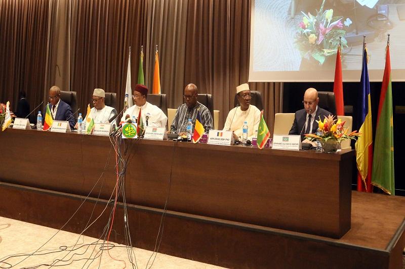 منصة افتتاح الفمة اليوم الأحد في انيامي عاصمة النيجر (وما)