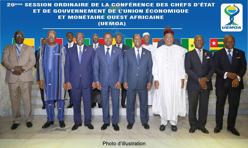 قادة الدول الأعضاء بالاتحاد الاقتصادي والنقدي لغرب إفريقيا خلال اجتماع سابق