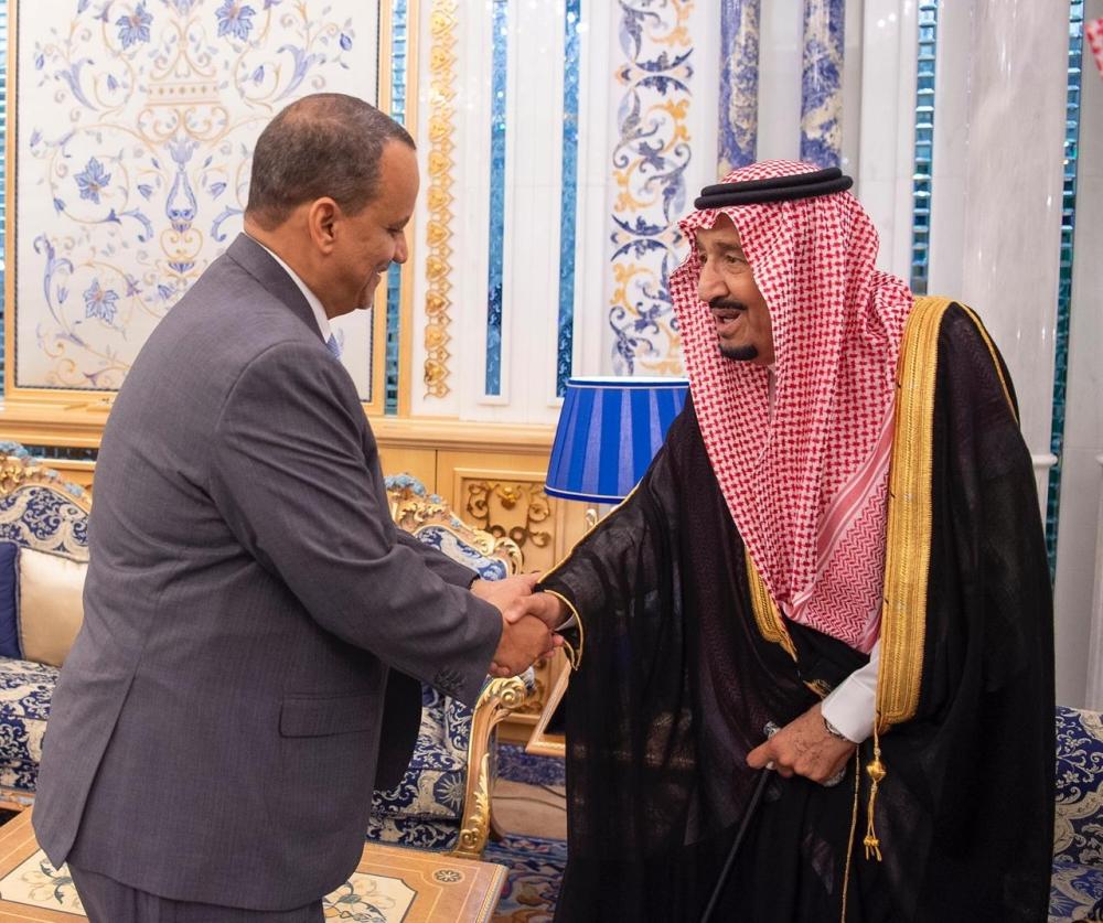 ملك السعودية سلمان بن عبد العزيز تسلم الرسالة من وزير الخارجية إسماعيل ولد الشيخ أحمد