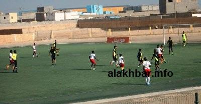 جانب من المباراة النهائية مساء اليوم في الملعب البلدي بمدينة نواذيبو (تصوير الأخبار)