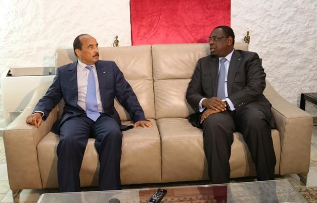 الرئيسان السنغالي ماكي صال، والموريتاني محمد ولد عبد العزيز خلال لقاء سابق لهما