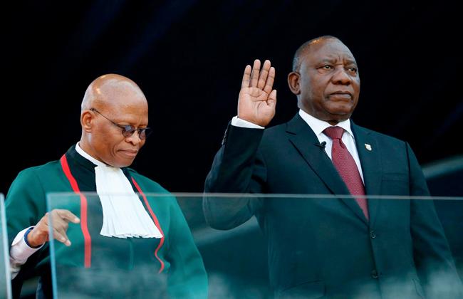 سيريل رامافوزا خلال أدائه اليمين رئيسا لجنوب إفريقيا