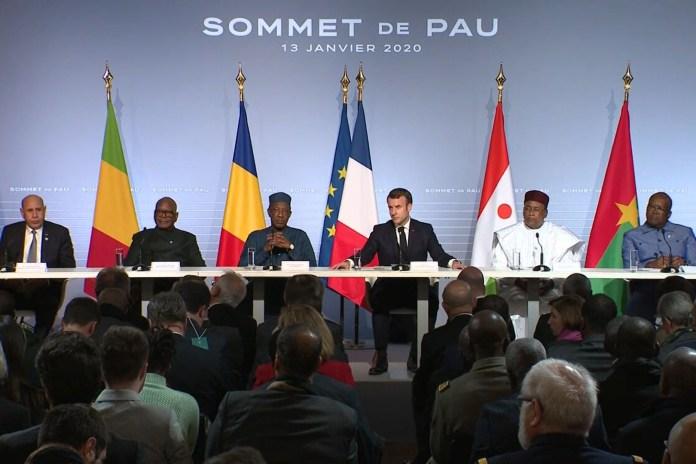 """قادة دول الساحل الخمس والرئيس الفرنسي خلال القمة التي انعقدت في مدينة """"بو"""" الفرنسية"""