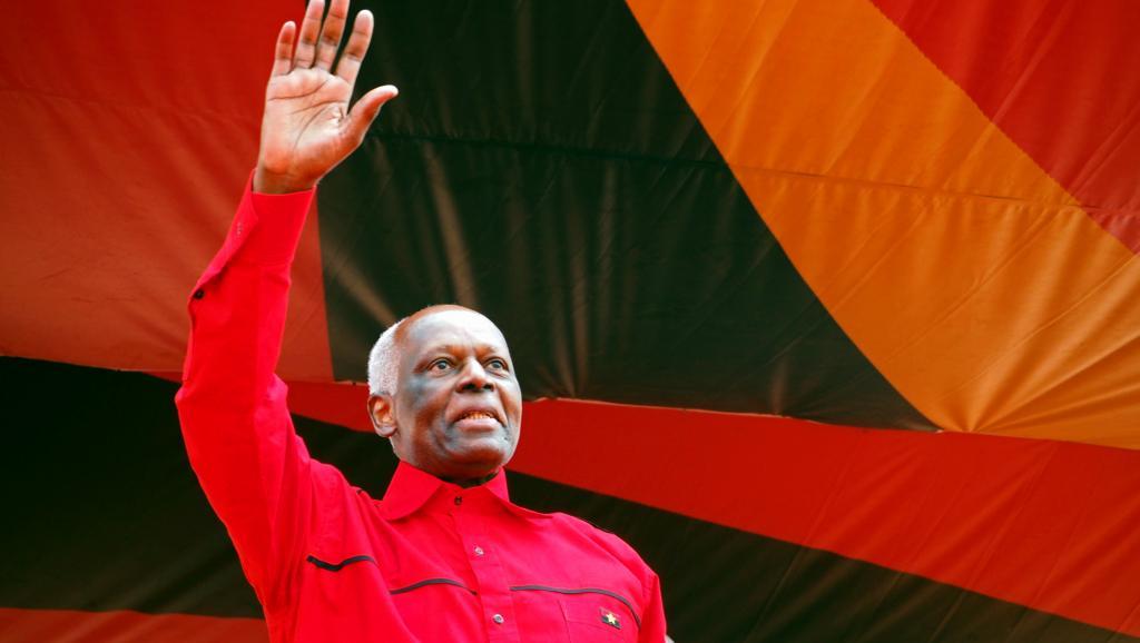 جوزي إدواردو دوسانتوس الرئيس الحالي لأنغولا.