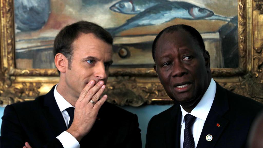 الرئيسان الإيفواري الحسن واتارا والفرنسي إيمانويل ماكرون.
