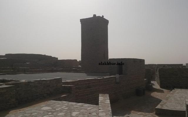 منارة المسجد العتيق في تيشيت أبرز معالم المدينة الأثرية
