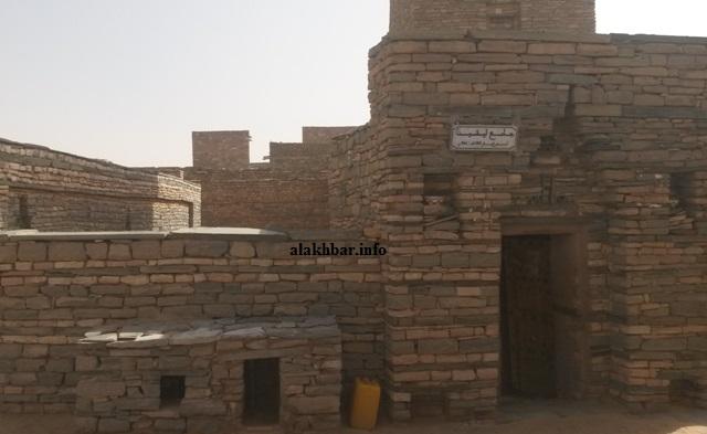 لافتة بمدخل المسجد العتيق تحمل تاريخ تأسيسه: 535 هـ/ 1142م