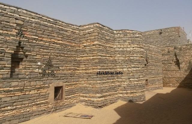 الجدار الشرقي للمسجد العتيق في تيشيت حيث المحراب
