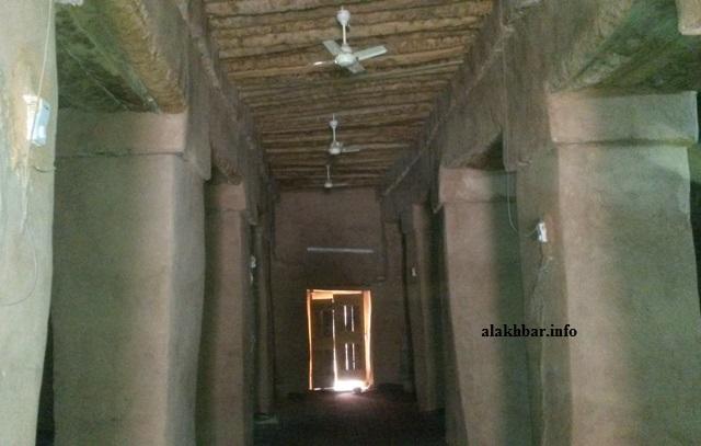 أعمال صيانة المسجد العتيق في تيشيت تحافظ على نمطه العمراني التقليدي