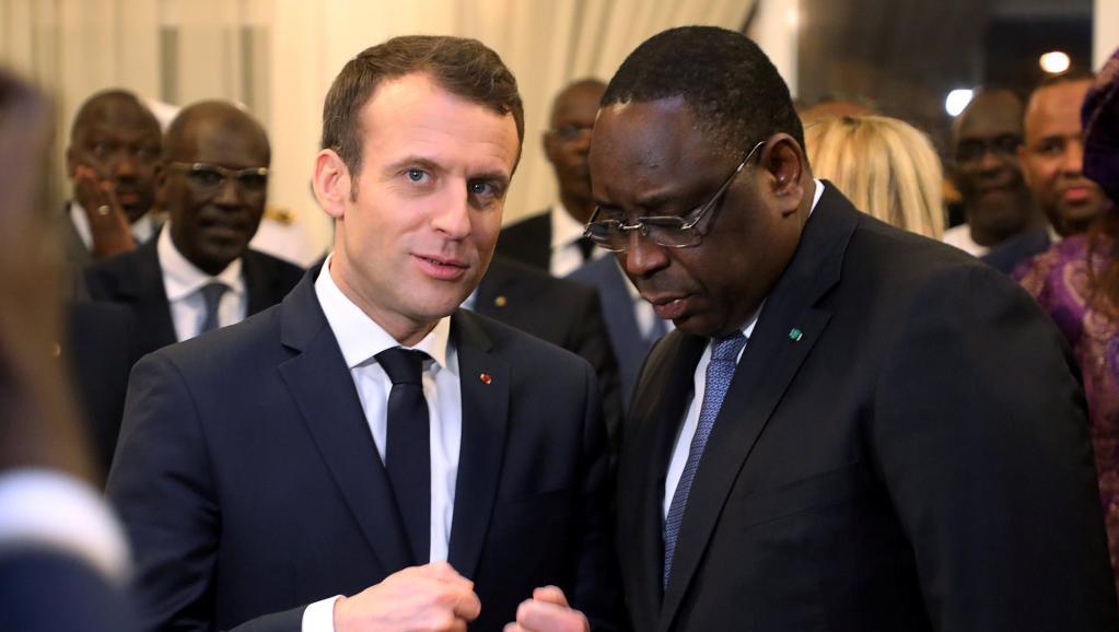 الرئيسان الفرنسي إيمانويل ماكرون والسنغالي ماكي صال.