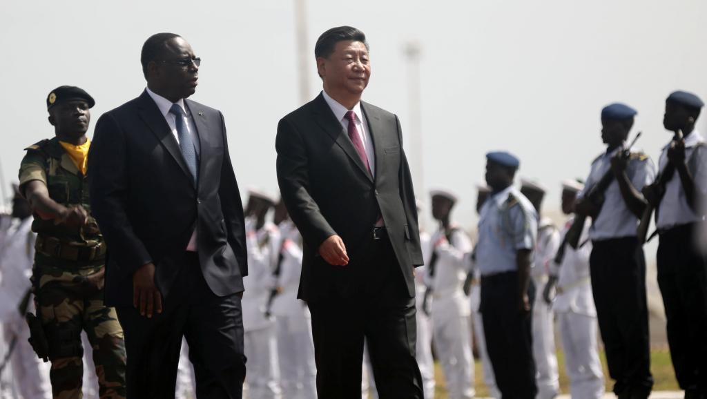 الرئيسان السنغالي ماكي صال والصيني شي جين بينغ.