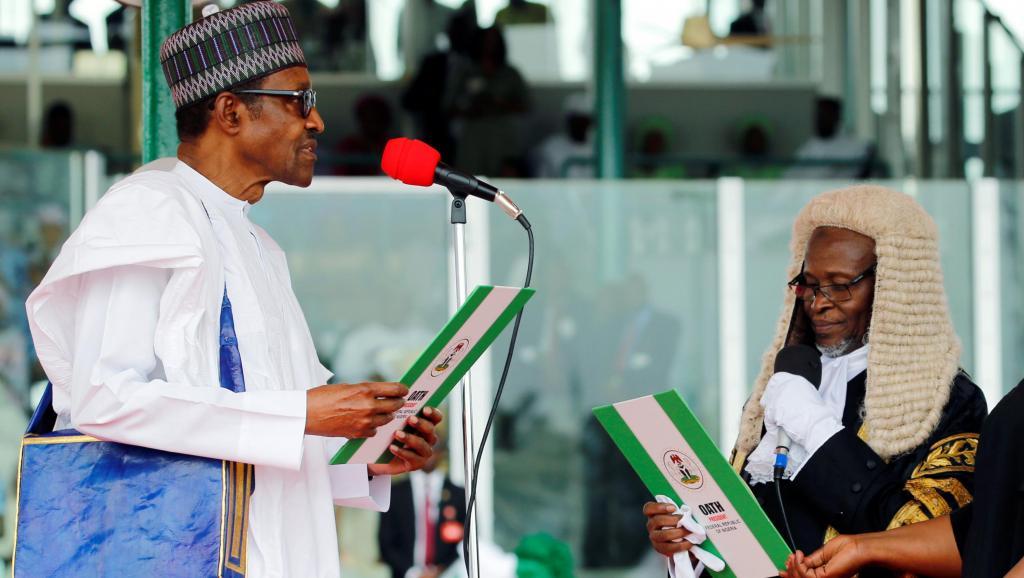 الرئيس النيجيري محمدو بخاري لدى أدائه اليمين