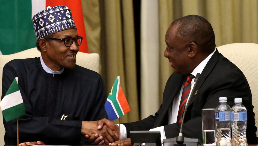 رئيس جنوب إفريقيا سيريل رامافوزا والرئيس النيجيري محمدو بخاري