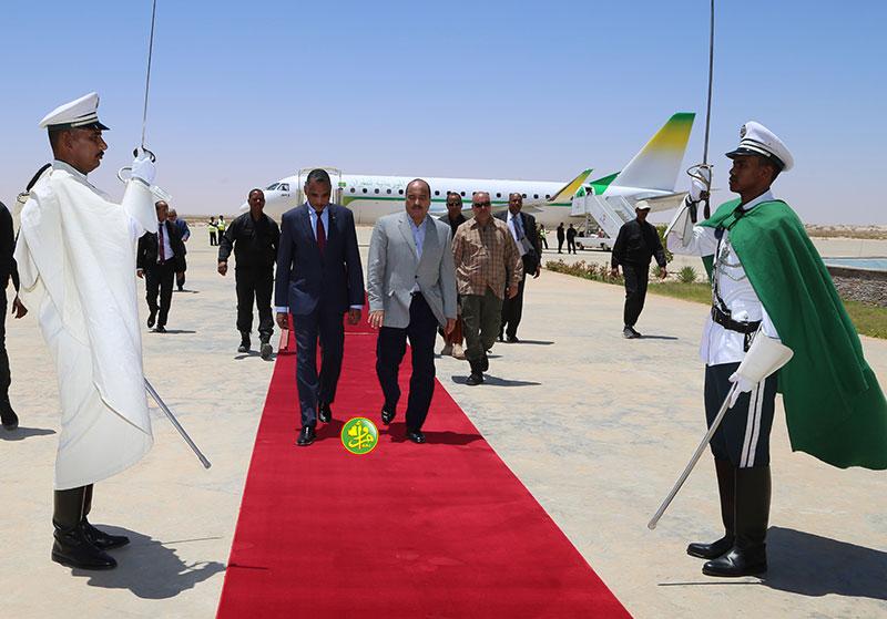 ولد عبد العزيز في مطار نواكشوط عائدا من الحوض الشرقي (وما)
