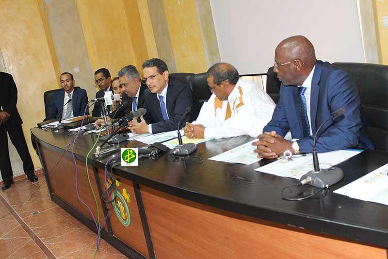 ممثلو الاتحاد الوطني لأرباب العمل الموريتانيين خلال لقائهم مع محافظ البنك المركزي الموريتاني وكبار معاونيه (وما)