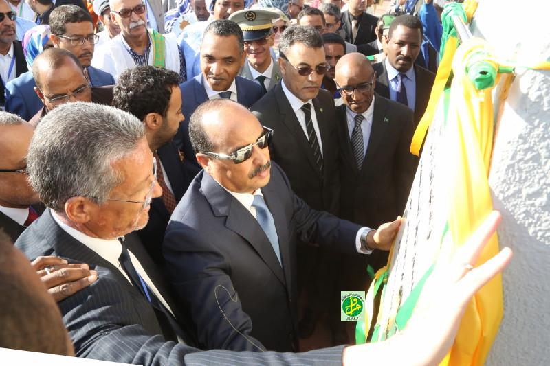 الرئيس الموريتاني محمد ولد عبد العزيز خلال تدشين المركز الاستشفائي (وما)