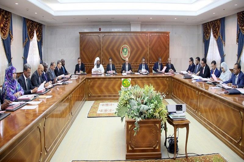 الحكومة خلال اجتماعها اليوم الخميس بالقصر الرئاسي (وما)