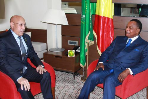 """الرئيس ولد الغزواني (يسار) والرئيس الكونغولي خلال لقائهما اليوم في """"سوتشي"""" الروسية (وما)"""