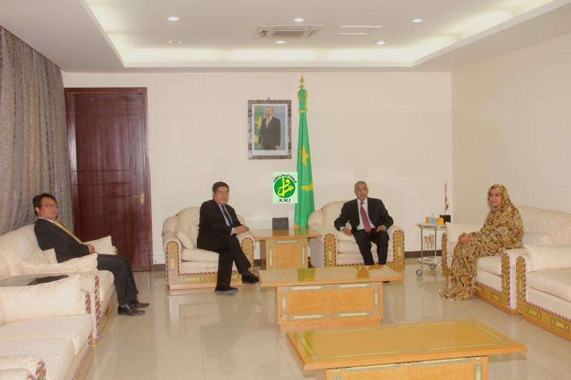 الوزير الأول يحيى ولد حدمين في استقبال السفير الصيني نهاية الأسبوع الماضي ـ (AMI)