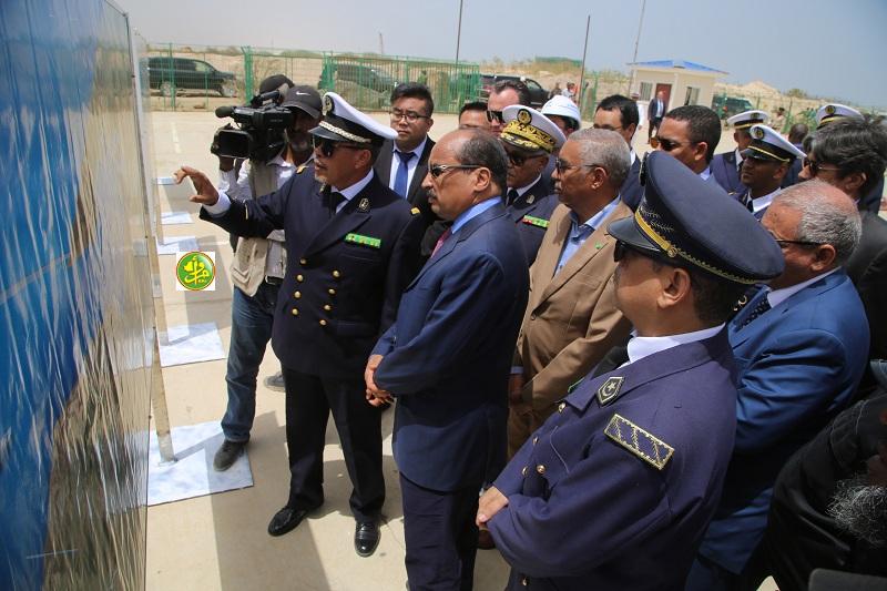 ولد عبد العزيز خلال متابعة عرض حول تقدم أشغال الميناء (وما)