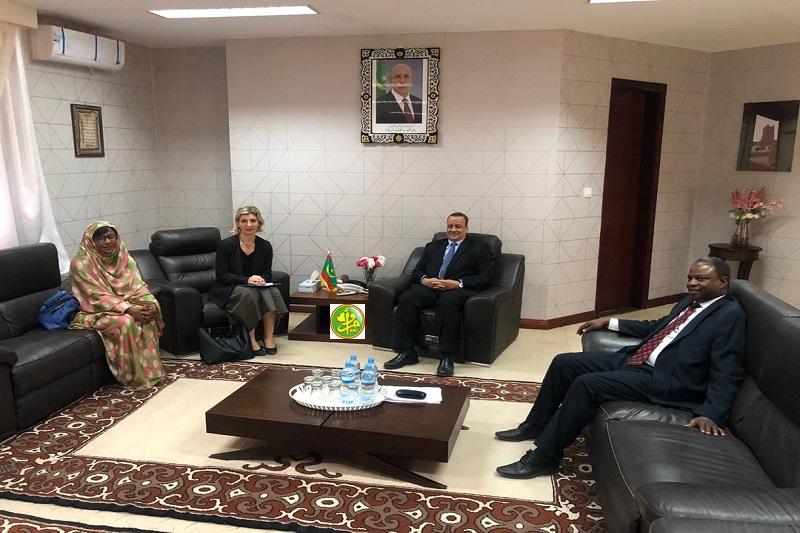 وزير الخارجية خلال لقائه مع الممثلة المقيمة لمنظمة الهجرة الدولية بنواكشوط (وما)