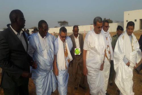 وزير التنمية الريفية رفقة مسؤولين من قطاعه والسلطات الإدارية خلال جولته (وما)