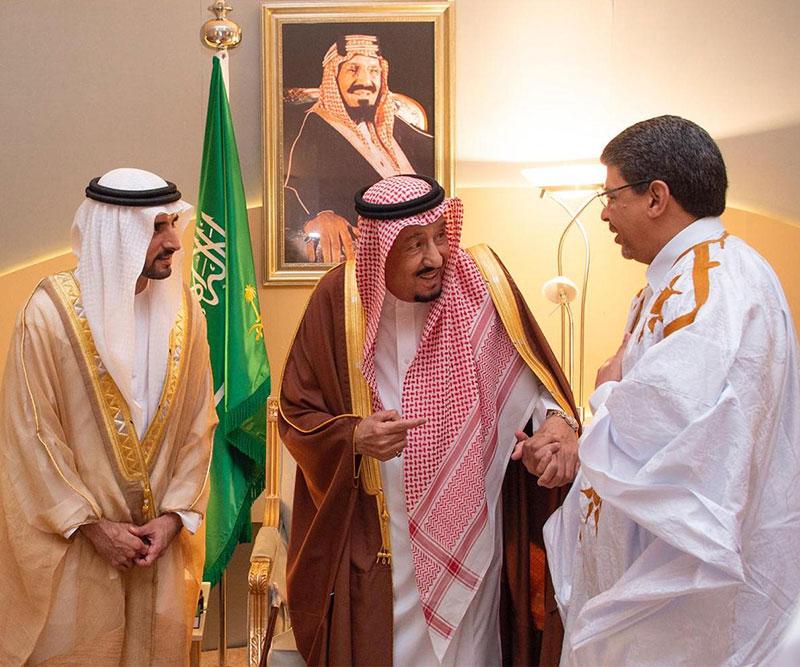 ولد محم مع ملك السعودية سلمان بن عبد العزيز خلال حفل اختتام المهرجان