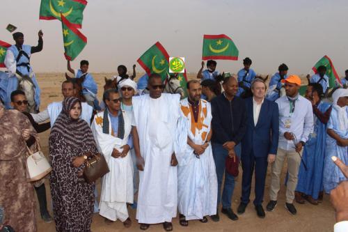 وزير الثقافة وعدد من كبار المسؤولين خلال حفل انطلاقة المهرجان (وما)