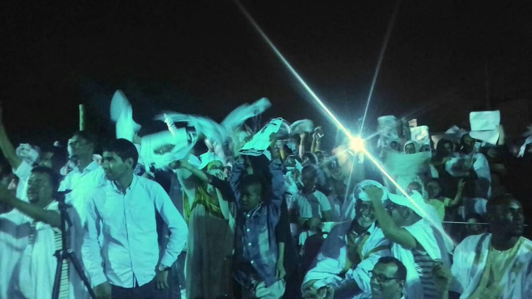 لحظة انقطاع الكهرباء أثناء المهرجان الانتخابي لحزب التكتل