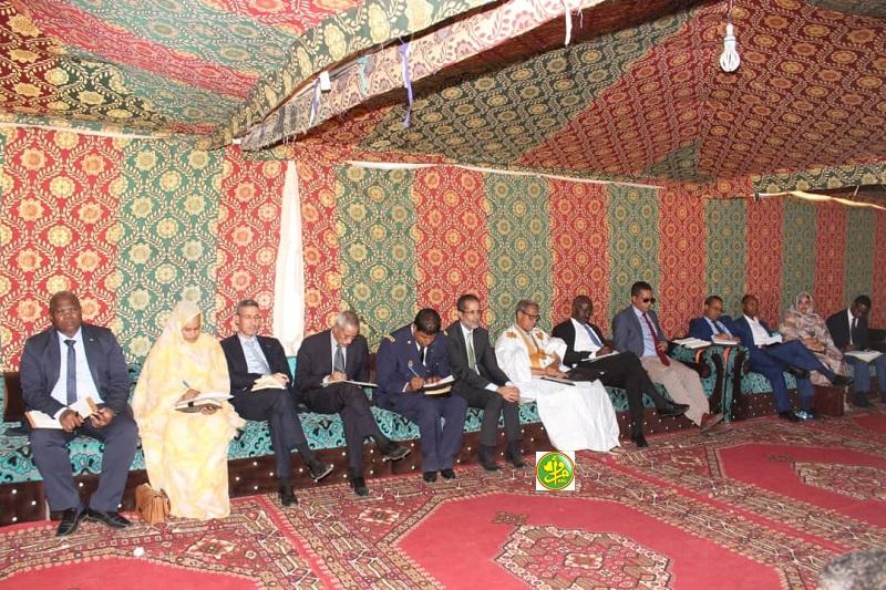 الوزير الأول والوفد الوزاري المرافق له خلال الاجتماع مع منتخبي وأطر ولاية إنشيري (وما)